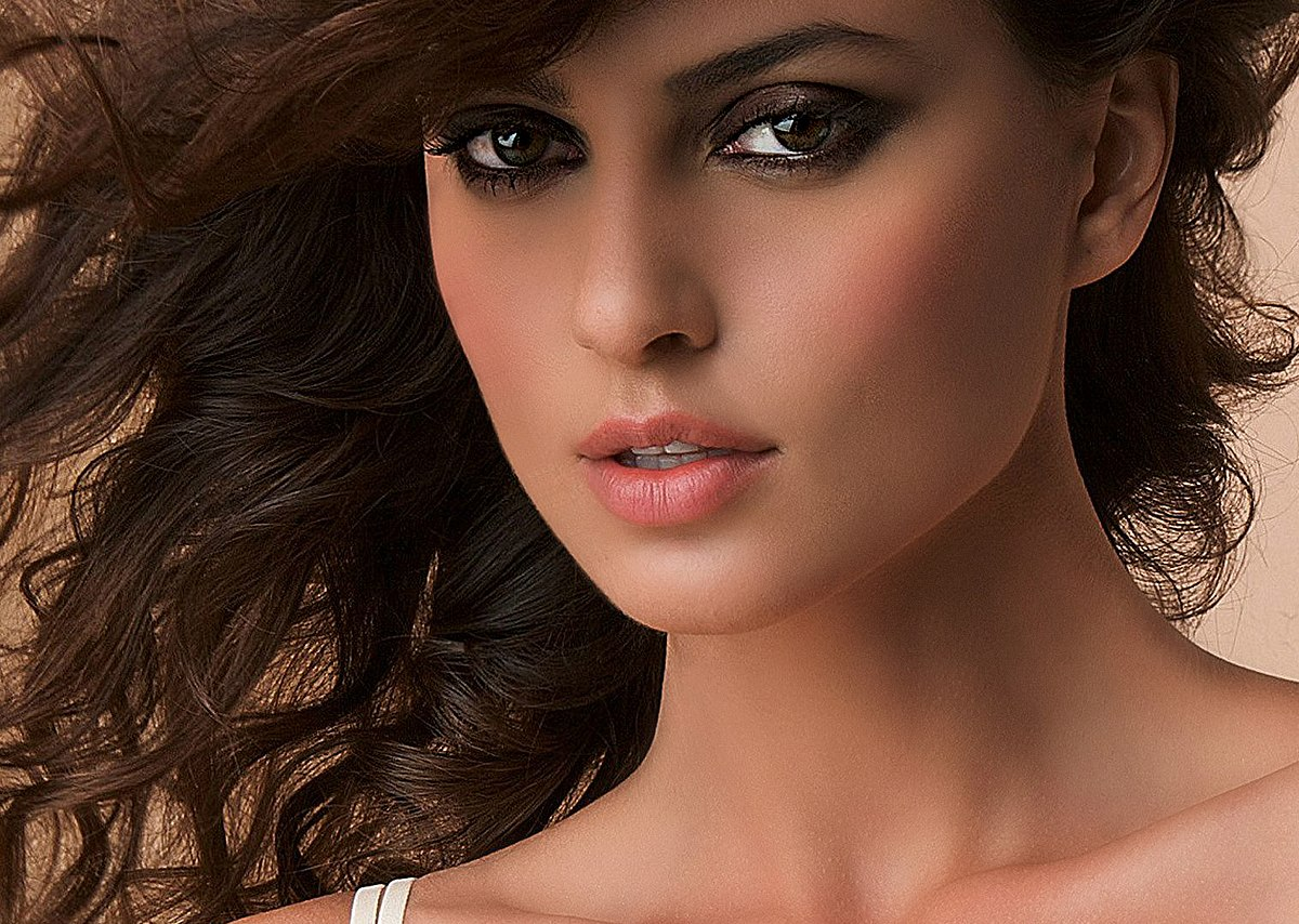 Top 10 Most Beautiful Romanian Women In The World