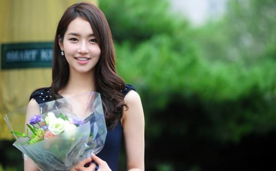 beautiful asian girl without makeup