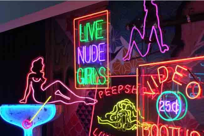 Top 10 Most Iconic Neon Light Signs And Displays In The World 1